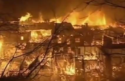 Dukezong je progutao požar