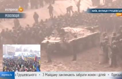 APC-ovi su na ulicama Kijeva, stižu i tenkovi