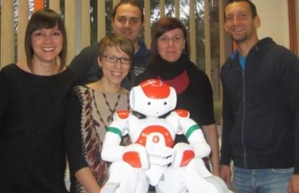 Robot Rene sa svojim tvorcima