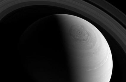 Nevjerojatna oluja na Saturnu