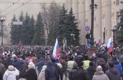 Sto tisuća ljudi u Harkivu zaziva Putina