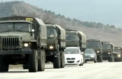 Rusi gomilaju trupe na Krimu
