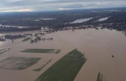 Rajevo selo i dalje je pod vodom