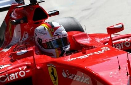 Vettelu pobjeda ispred Hamiltona