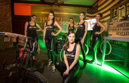 Harley Davidsoni i lijepe hostese