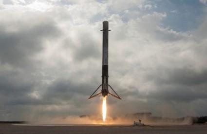 Falcon 9 uspješno sliječe
