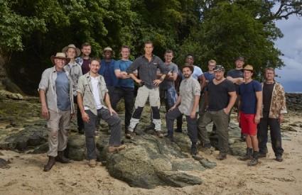 Bear Grylls opet ima ekipu na otoku... i nije im lako
