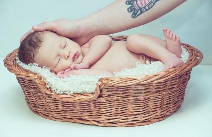 Kako da beba zaspi?