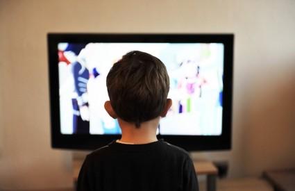 Maknite klince od televizora