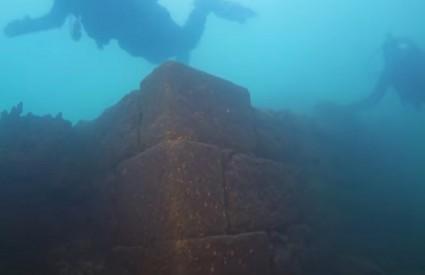 Tri tisuće godina stara tvrđava na dnu jezera