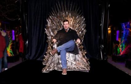 Sjednite na tron!