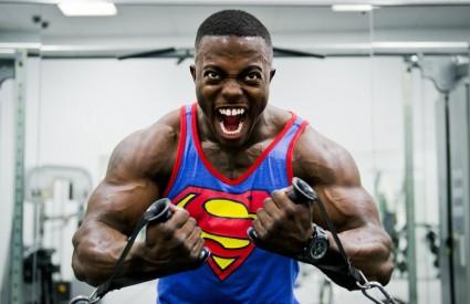 Nabacite desetak kila mišića...