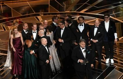 Guillermo del Toro s ekipom flma Oblik vode