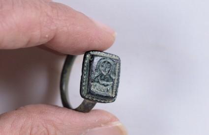 Prsten s prikazom sv.Nikole