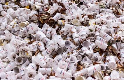Plastičnog otpada koliko vam srce hoće...