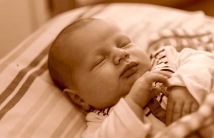 Bebači trebaju spavati stvarno puno