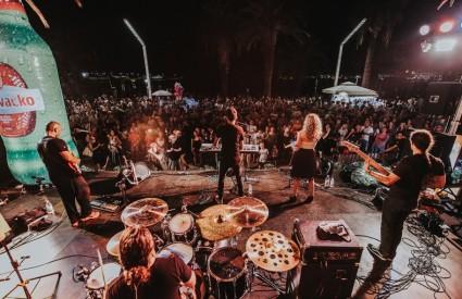 Aj Cha festival započeo najvećim hitovima Dina Dvornika na Splitskoj Rivi!