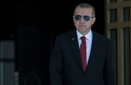 Erdogan luduje?