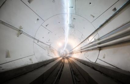 Musk se bacio na - tunele