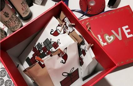 Online kupovina božićnih poklona je ovogodišnji hit!