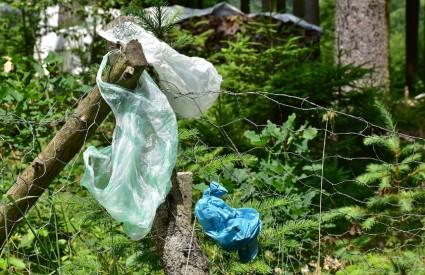 Dosta je plastike u prirodi!
