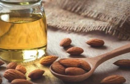 Bademovo ulje je sjajno za kožu