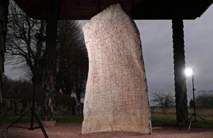 Granitna stijena puna pitanja Odinu