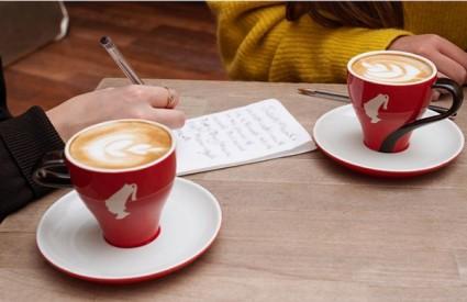 Kavom protiv nepismenosti