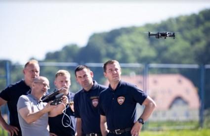 Stiže 10 dronova